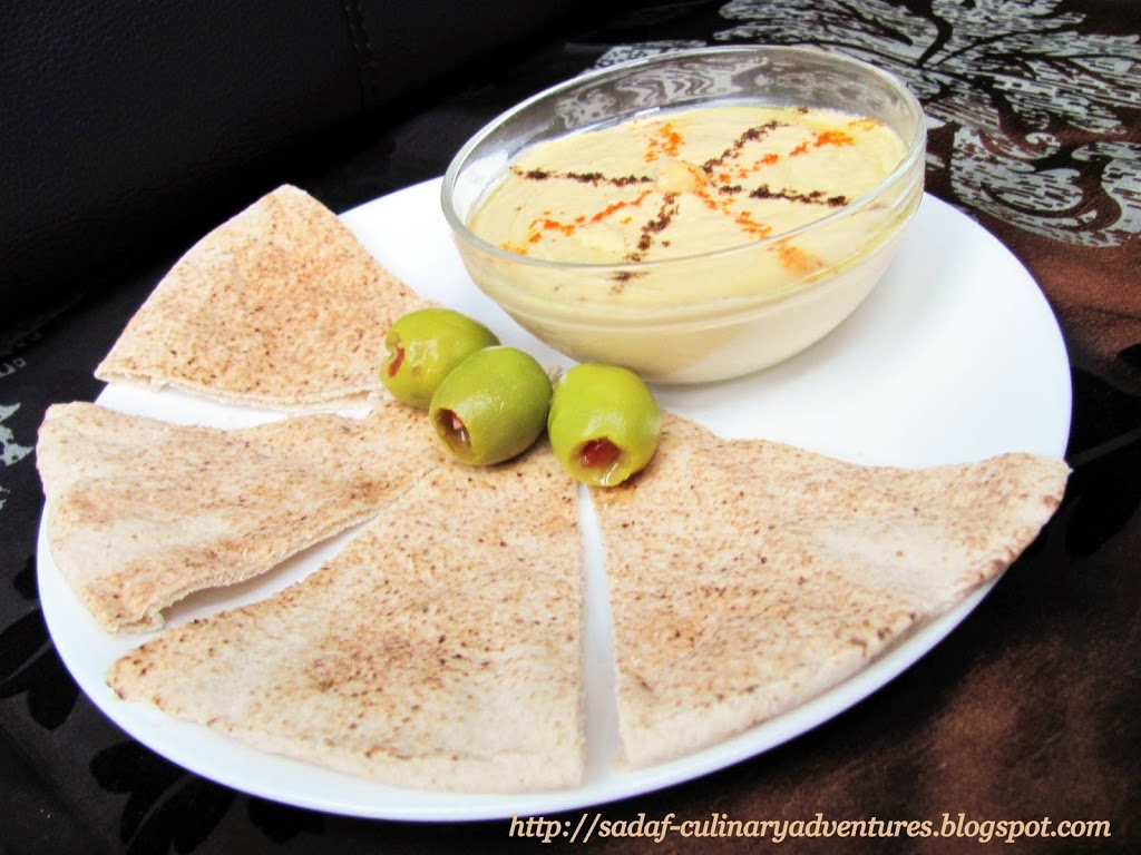 Hummus dip with pita bread