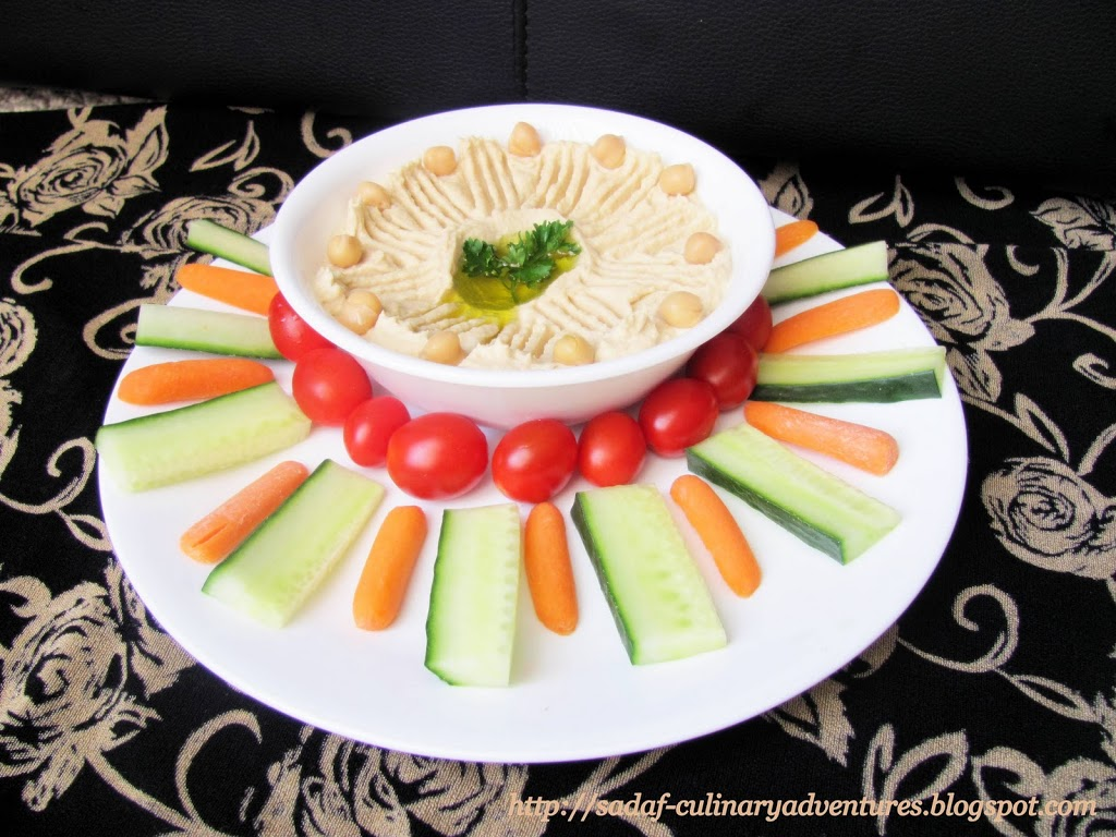 Hummus dip with vegetables