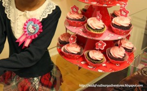 Hello Kitty cupcakes on Wilton Hello Kitty cupcake stand